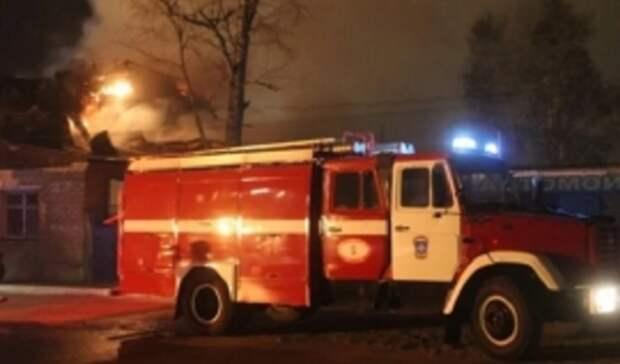 ВПереволоцком районе сгорел сарай наплощади 100 квадратных метров