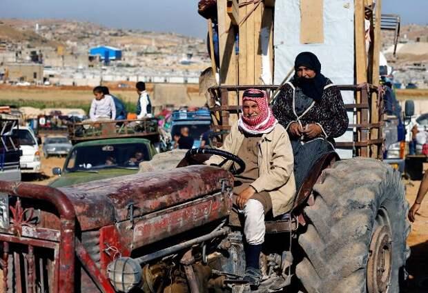 Первые сирийские беженцы возвращаются народину через ливанский Эрсаль