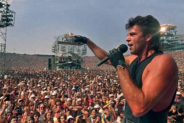 На Live Aid было рекордное количество зрителей, именитых выступающих и трансляций