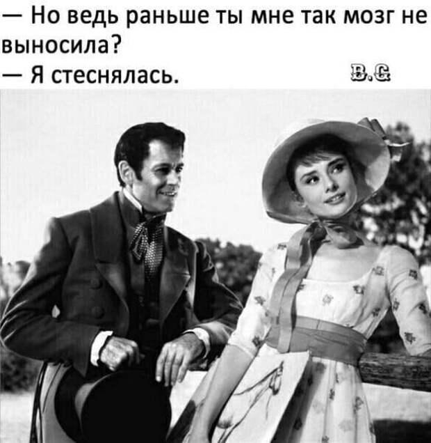 Автобусная экскурсия по Одессе. — Обратите внимание, слева стоит памятник...