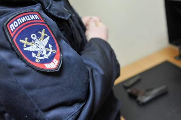 На «Беломорской» во время досмотра багажа у сотрудницы метро был украден телефон
