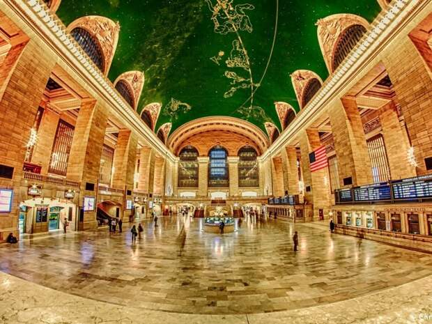 4. Этот чудесный потолок можно увидеть в Большом Центральном Терминале Манхэттена. Станции Нью-Йорка всегда критикуют за серость, но эта станция прекрасна. Кстати, она занесена в книгу рекордов Гиннеса как станция с самым большим количеством платформ.