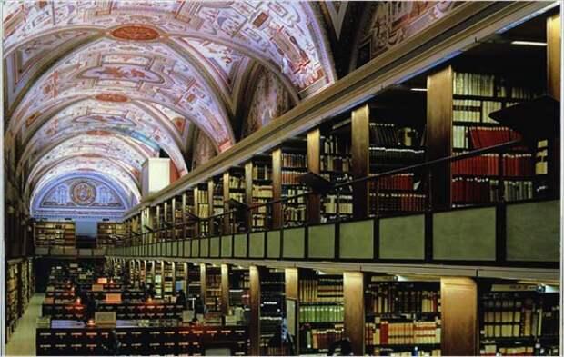 Центр по фальсификации истории находится в Ватикане?