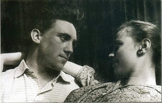 1958 - Москва, дома на Мещанской, с Изой Высоцкой (Жуковой)