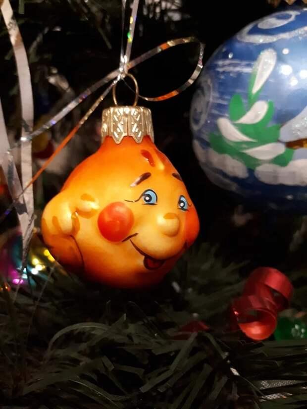 На новогодний утренник пятилетнему сынуле досталась роль огурца