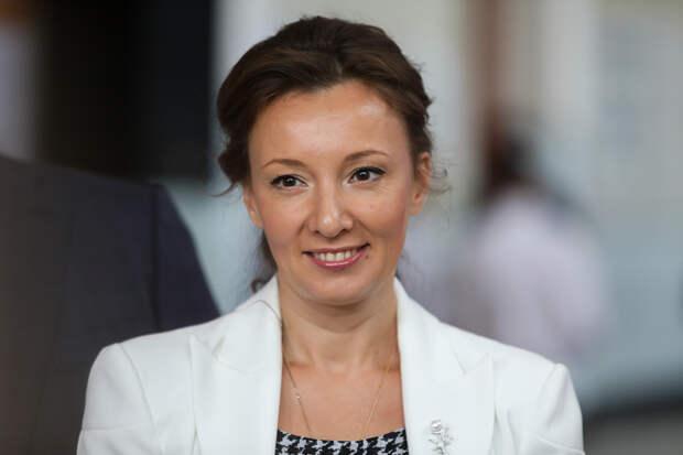 Кузнецова предложила выплачивать декретные бабушкам и дедушкам