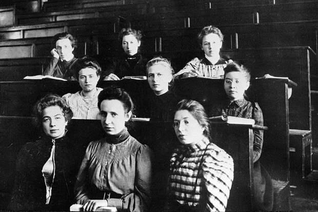Были ли русские девушки девятнадцатого века кисейными барышнями?