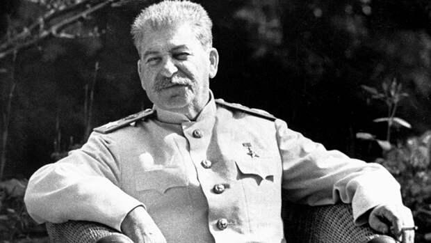 «Либералы ненавидят Сталина за то, что он лег в могилу в штопаных носках»