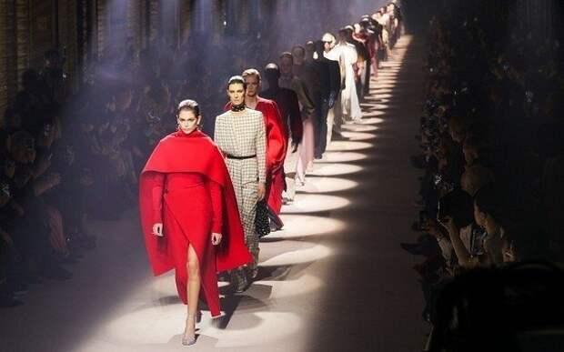 Рукава, плечи и воротник зимой 2020-2021: мода на размер и креативность
