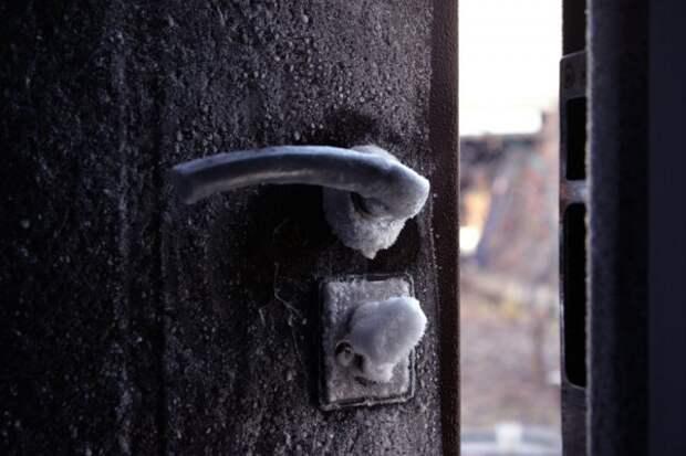 металлическая дверь зимой