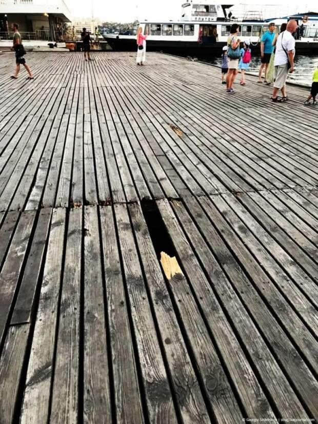 Графская пристань встречает туристов совсем не по-графски (ФОТО)