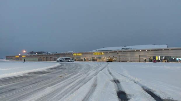 Аэропорт Краснодара возобновляет работу после снегопада