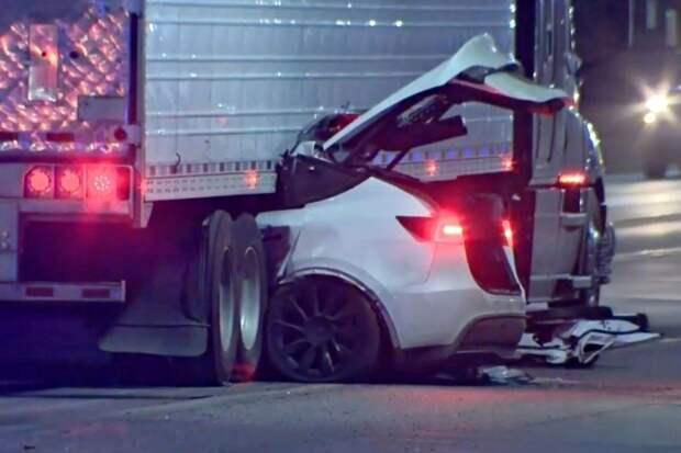Очередная Tesla влетела под грузовик. Кто остановит «слепой» автопилот