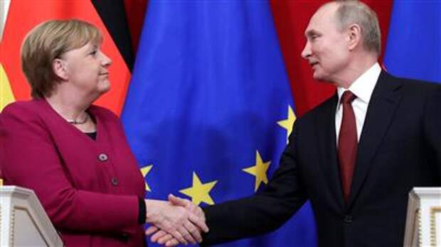 """Путин и Меркель удовлетворены завершением строительства """"Северного потока - 2"""" - Кремль"""