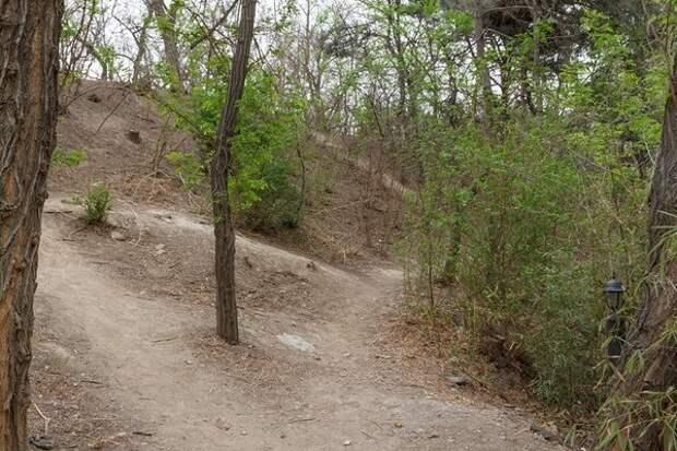 Парк стен Даду