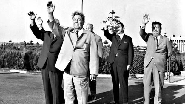 Отнашей страны вашей: какие дипломатические подарки делали советские лидеры