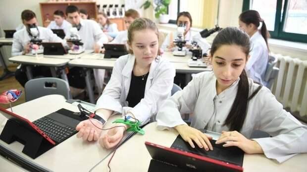 «Большие вызовы»: школьники России представили научные проекты вцентре «Сириус»
