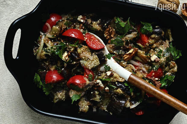 Теплый салат из баклажанов: рецепт идеальной новогодней закуски