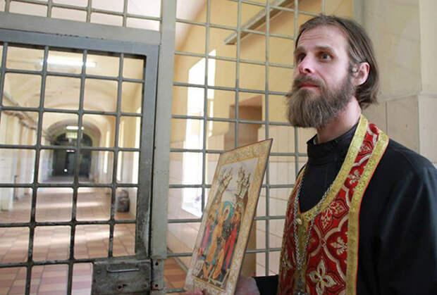 При обходе камер священники интересуются и мирскими нуждами своих подопечных, но только таких, что не противоречат закону