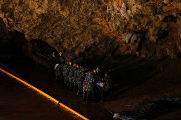В пещере нашли живых тайских школьников