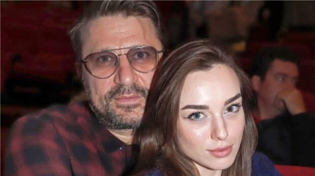 """""""Несчастливы вместе"""": Виктор Логинов и года не прожил с молодой супругой"""