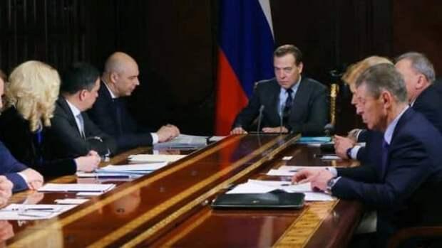 Правительство Медведева окончательно лишает россиян права на обеспеченную старость