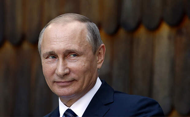 Крымчане с биноклями ждут Путина