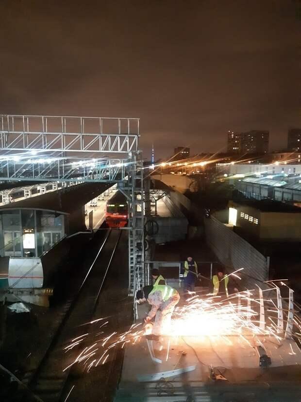 Фото дня: платформа «Лось» в ночное время