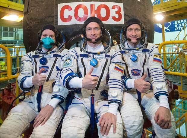 Expedition 64 Preflight (NHQ202009280023).jpg