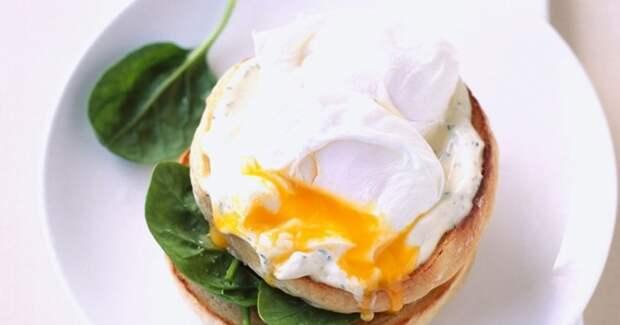 Сытный и невероятной вкусный бутерброд с яйцом пашот. \ Фото: 1000.menu.