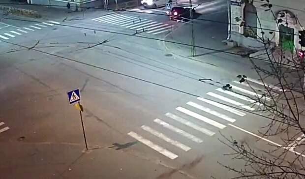 Автомобиль сбил человека на пешеходном переходе в Петрозаводске
