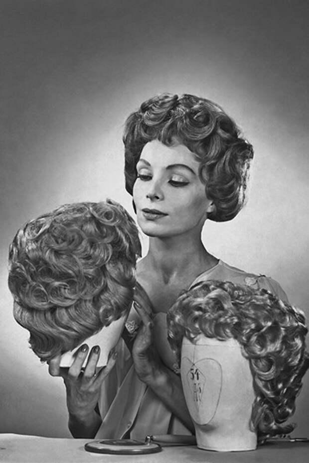 6 грустных фото о том, как тяжело было женщинам ухаживать за собой в 20 веке