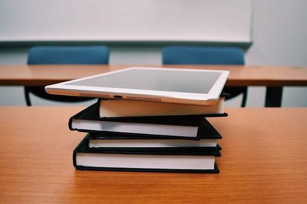 Шадаев: все российские учителя получат планшеты к 2024 году