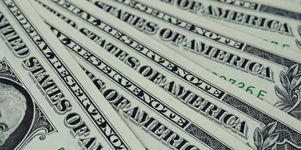 Доллар крепнет по отношению к основным мировым валютам