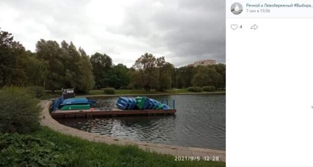 Фото дня: лодочная станция в парке Дружбы «отдыхает» в непогоду