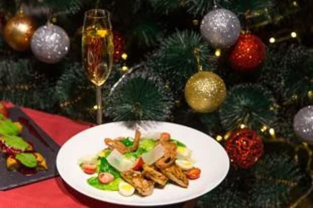 На подушке из шампанского. Рецепты салатов для тех, кому надоел «Оливье»