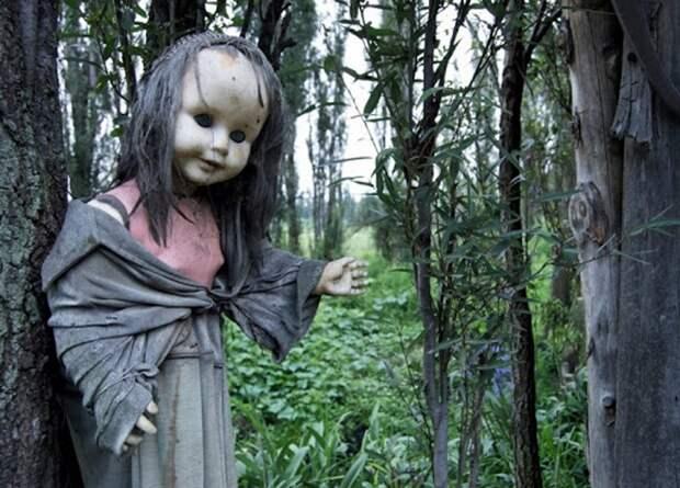 Заброшенный остров кукол. В чем его ужас?