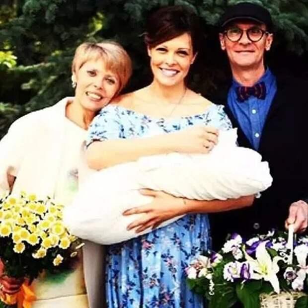 Мария Горбань с папой и мамой, а также дочерью Стефанией
