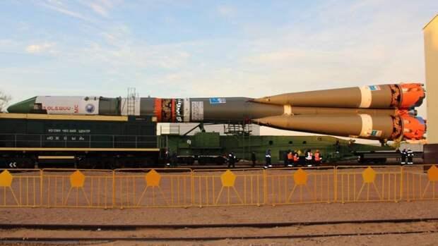 Раскрашенную под городецкую роспись ракету «Союз» установили на Байконуре
