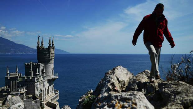 Памятник архитектуры Ласточкино гнездо в Ялтинском районе Крыма. Архивное фото