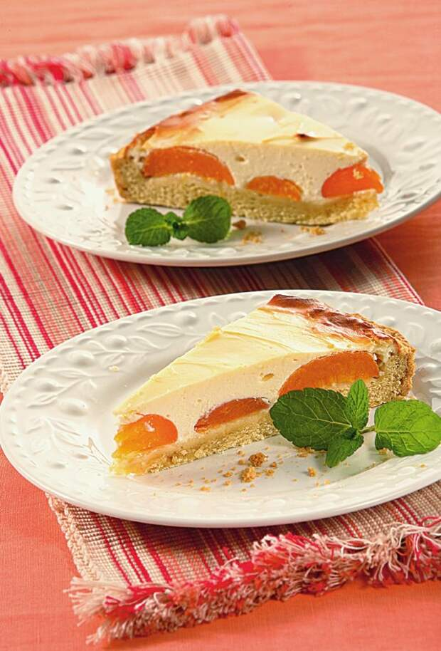 Пирог с творогом и абрикосами. Фото: Олег Кулагин /ЦФА Burda