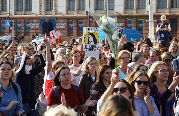 «Женский марш» сторонников оппозиции в Минске завершился задержаниями