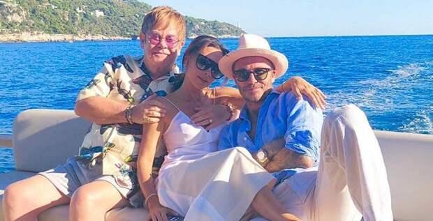 Семейство Бекхэмов отметило 25 лет дружбы с Элтоном Джоном