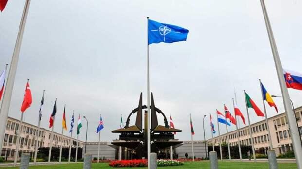 Военные эксперты допустили удар НАТО поДонбассу
