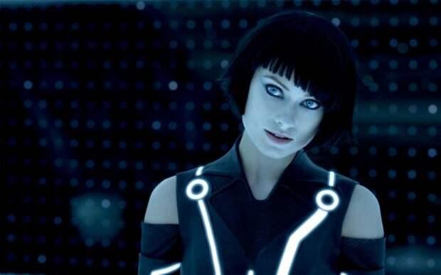 5 самых красивых женщин-роботов в фильмах