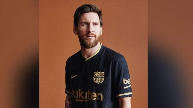 «Барселона» представила новую выездную форму черно-золотого цвета