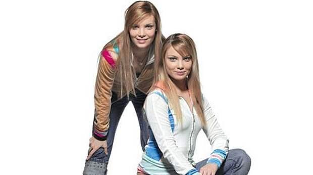 Очаровательные двойняшки Оля и Таня Арнтгольц в 90-ые годы.