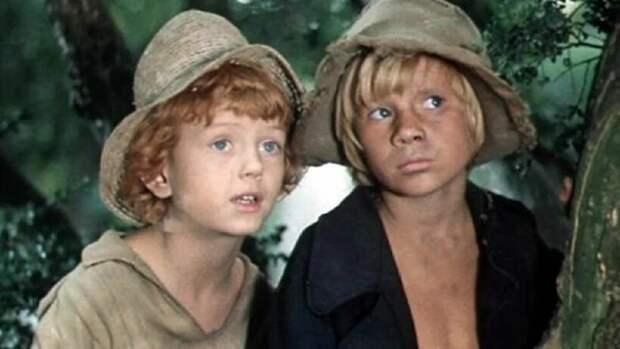 В Англии сурово обходились с детьми и дома, что описано в книге Твена о приключениях Тома Сойера