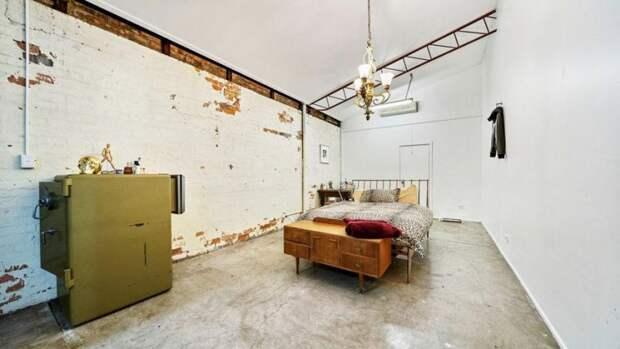 Старые объекты склада были переоборудованы для нового использования. Например, этот старый сейф превратился в комод архитектура, в мире, дизайн, дом, склад