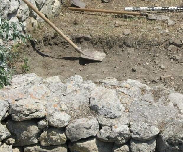 В Крыму при строительстве водовода раскопали поселение времён Золотой Орды